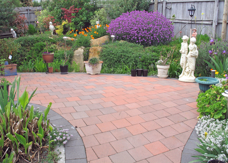 Tips to Find Landscape Paving Contractor for making your Home Look Attractive